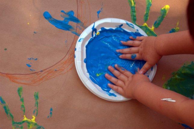 manos-con-pintura