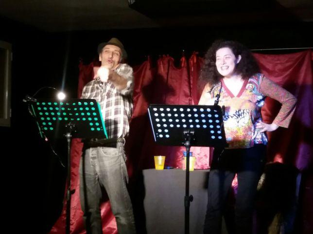Actuación de Poesia de Teatro del Abrazo